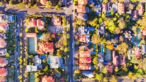 Real estate listings last less than a month in big cities, says report
